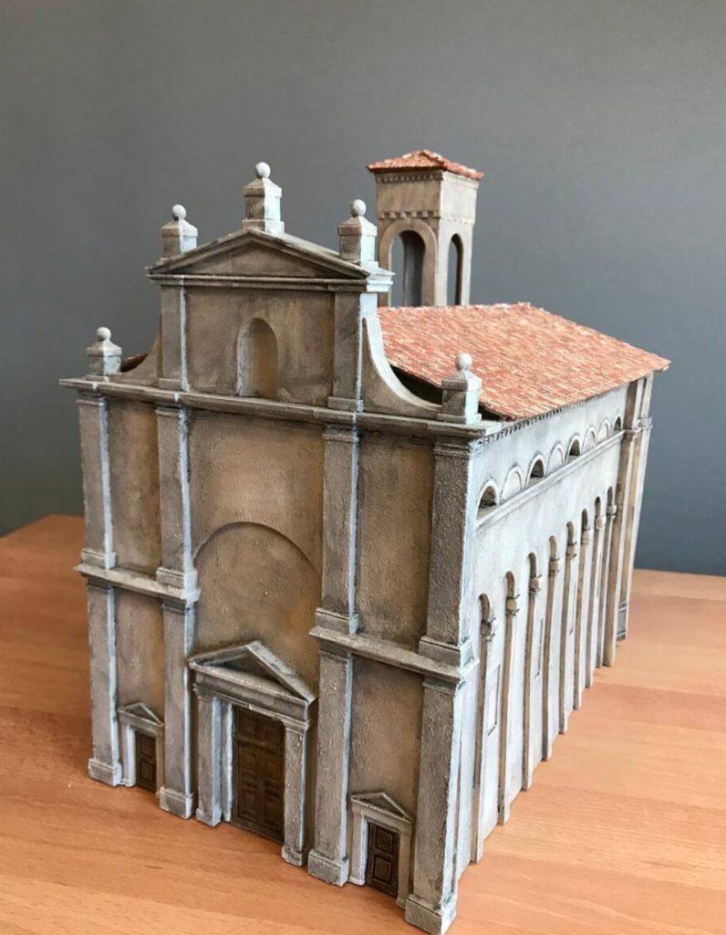 gedrucktes Modell der Kirche von Solferino